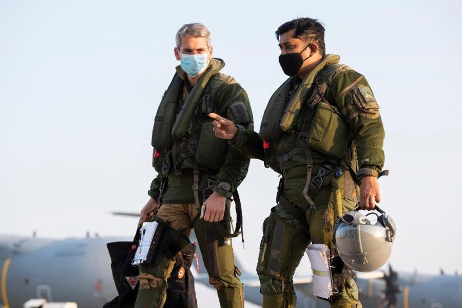 会話するフランスとインドのパイロット(Image:フランス航空宇宙軍)