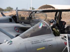 ジブチで離陸準備をするフランス航空宇宙軍ラファールのパイロット(Image:フランス航空宇宙軍)