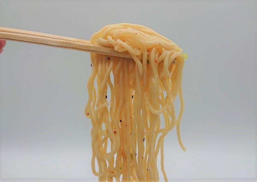 麺はコシのある中太ストレート麺