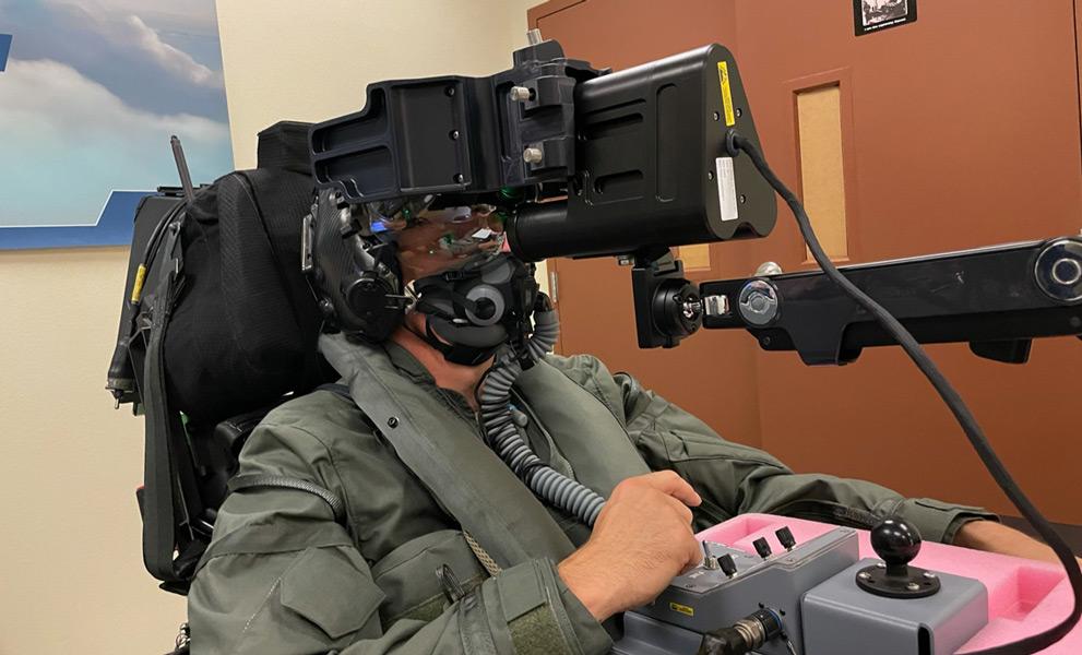 シミュレータ訓練をするKIN中佐(Image:デンマーク国防省)