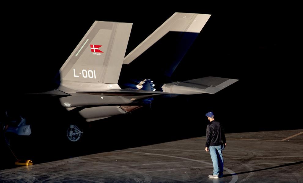 デンマーク向けF-35Aの尾翼にはカラーのデンマーク国旗(Image:Lockheed Martin)