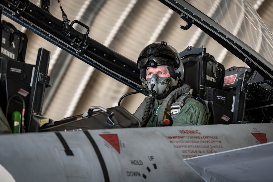 F-15Dの後席に乗り込んだイギリス空軍のウィグストン参謀総長(Image:イスラエル航空宇宙軍)