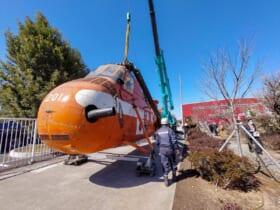 茨城県筑西市に移送された南極観測ヘリS-58(JA7201)