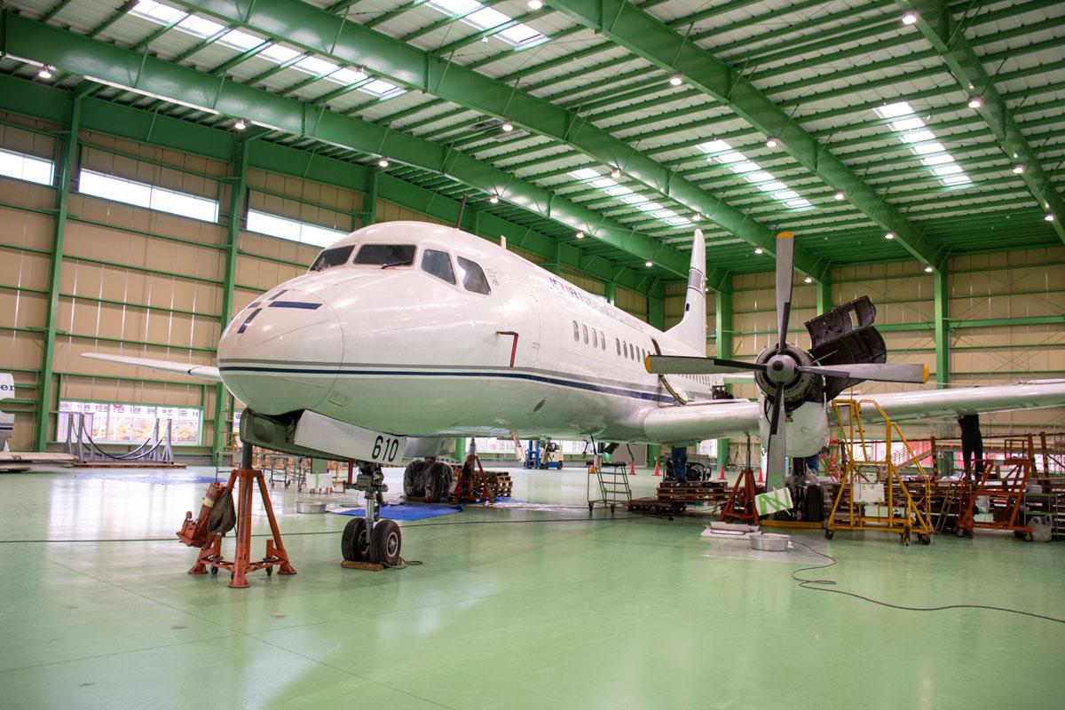 ザ・ヒロサワ・シティで組み立て中のYS-11量産初号機(JA8610)