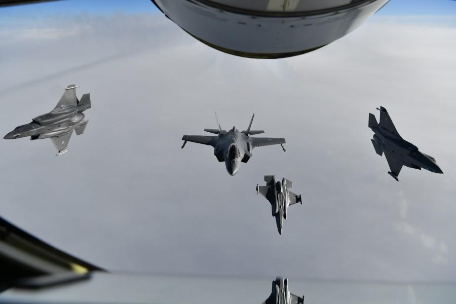 編隊を解くF-35(Image:ノルウェー空軍)