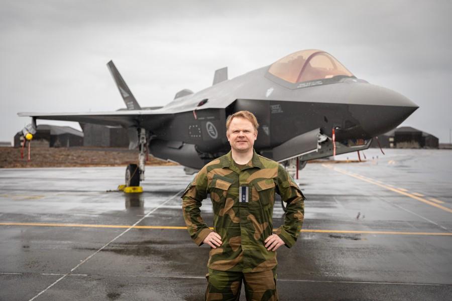 アイスランドでのノルウェー空軍舵332飛行隊長ストランド中佐(Image:ノルウェー空軍)