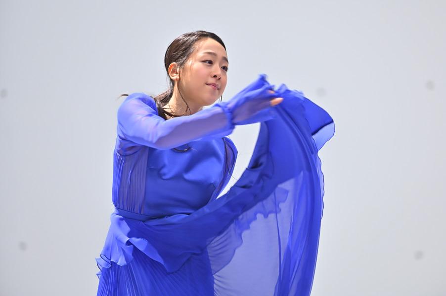 踊る浅田さん