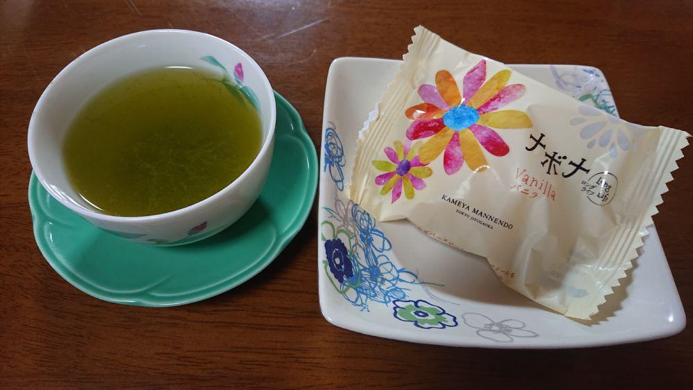 均整のとれた深蒸茶には優しいくちどけのナボナをお茶菓子に。