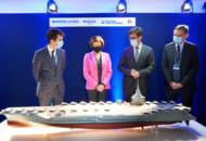 次世代原子力空母の模型を前にしたフランスのパルリ軍事大臣(左から2番目)と関係者(Image:ナーバル・グループ)