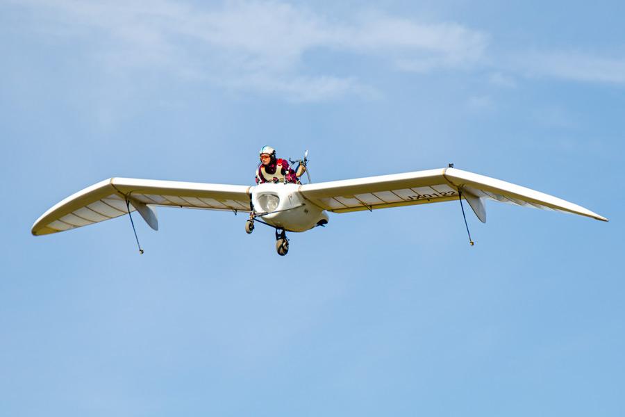 飛翔するM-02J