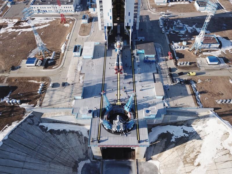 発射台に設置されるソユーズ2.1bロケット(Image:Roscosmos)