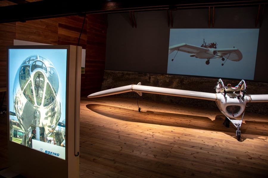 B-29の写真パネルとM-02J