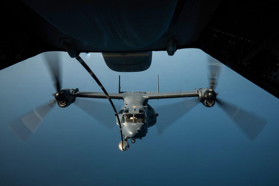 空中給油中のCV-22(Image:USAF)