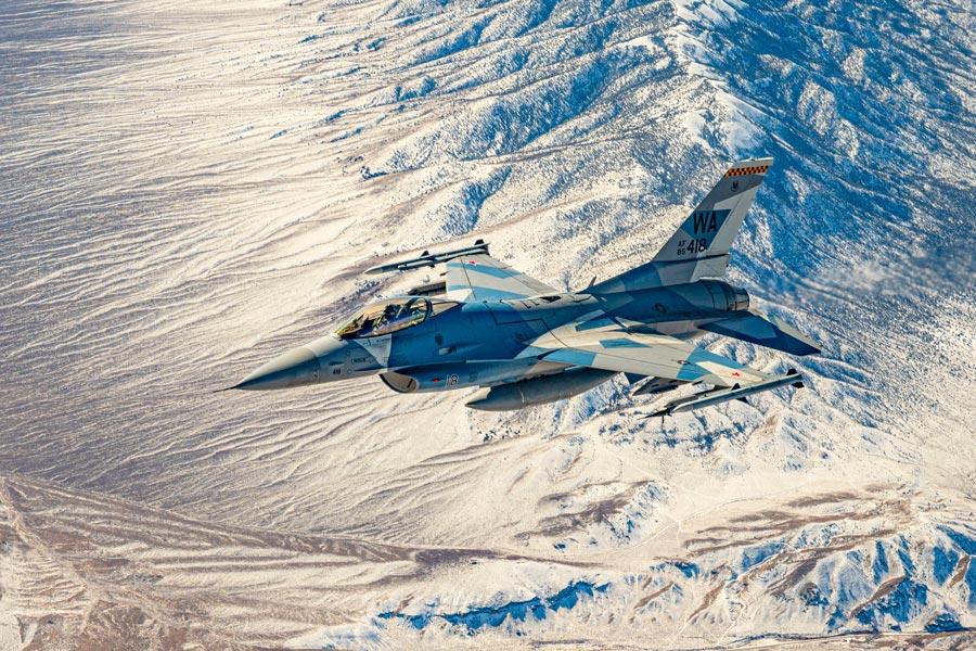 アメリカ空軍第64仮想敵飛行隊のF-16(Image:USAF)