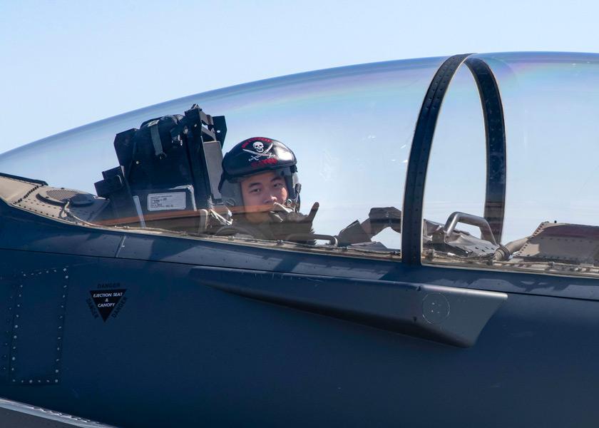 シンガポール空軍F-15SGのWSO(Image:USAF)