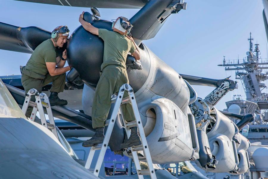 整備中のMV-22(Image:USMC)