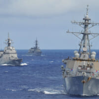 海上自衛隊護衛艦3隻がアメリカ駆逐艦と共同訓練「BAWT」…