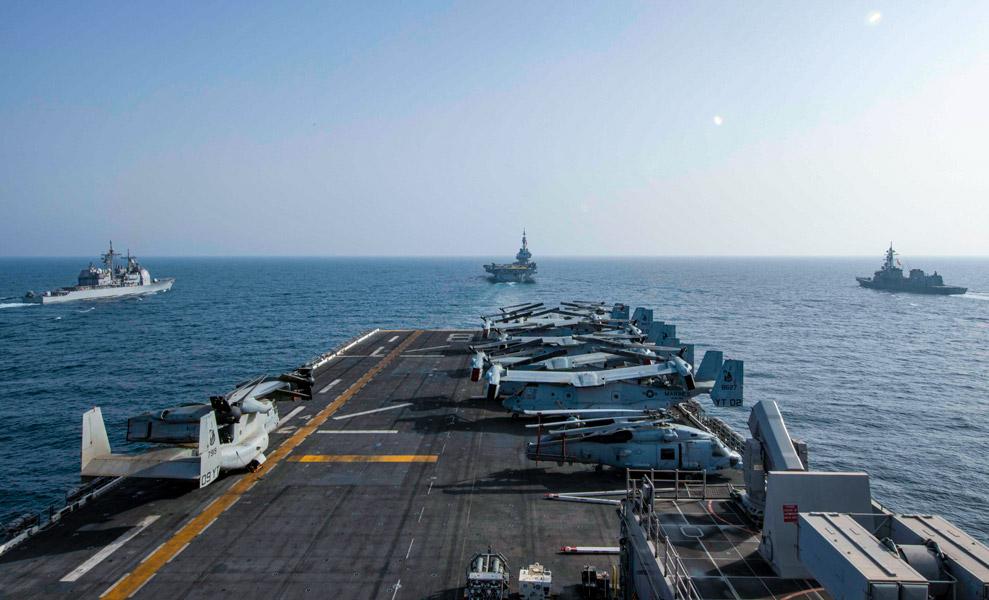マキンアイランドから見た艦隊(Image:U.S.Navy)