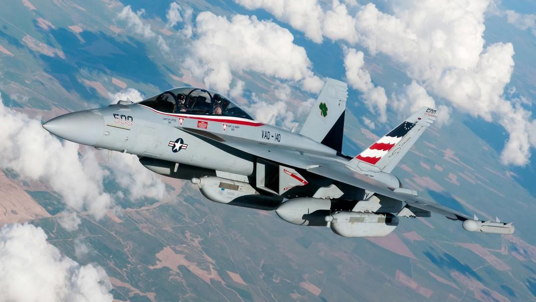 AN/ALQ-99電子戦ポッドを搭載したEA-18G(Image:U.S.Navy)