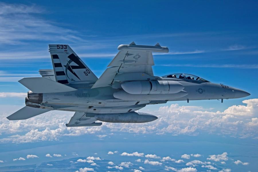 次世代型電子戦ポッドを装着したVX-23のEA-18G(Image:U.S.Navy)