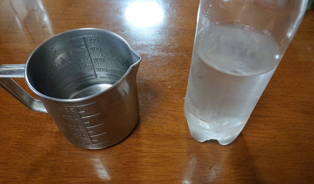 まずはお湯と水を準備。