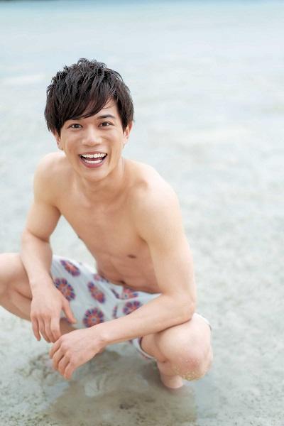 沖縄本島、石垣島、竹富島で撮影を行った中でお気に入りなのは「海へ行く前に笑顔でカメラの方を振り返っている写真」とのこと。