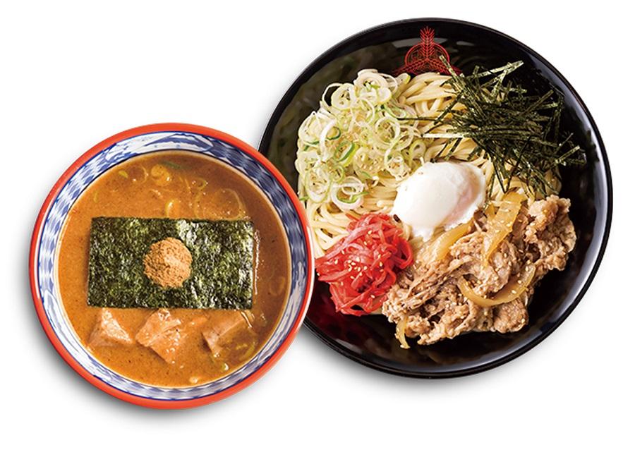 「三田製麺所」の定番のつけ麺に、ダシの利いた和風テイストの牛肉をたっぷり盛り付けた一品です。