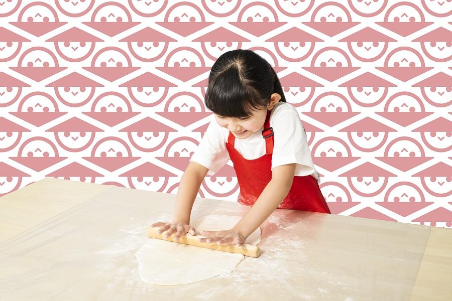 おうち山田うどんの手打ちうどんシリーズは、簡単に手打ちうどん体験ができる中食育キッド。