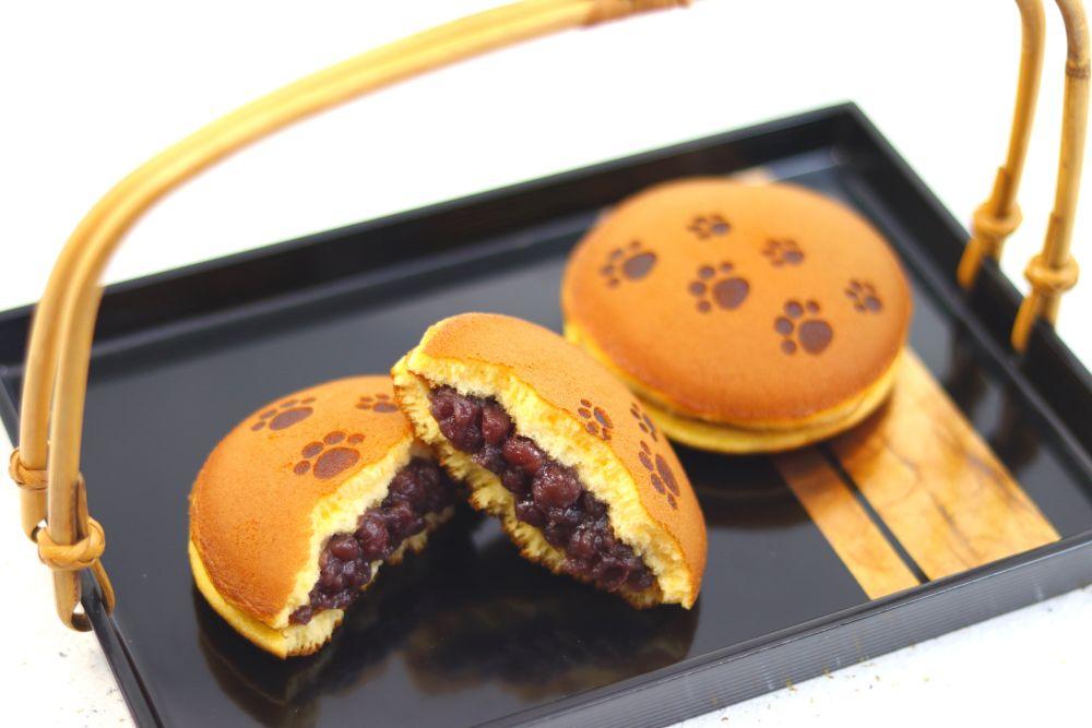 猫の肉球の焼き印の入った「紅日和」は伝統に革新を合わさった人気商品。