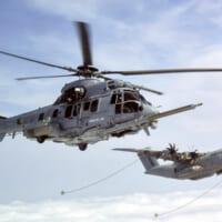 エアバスA400M輸送機 ヘリコプター2機への同…