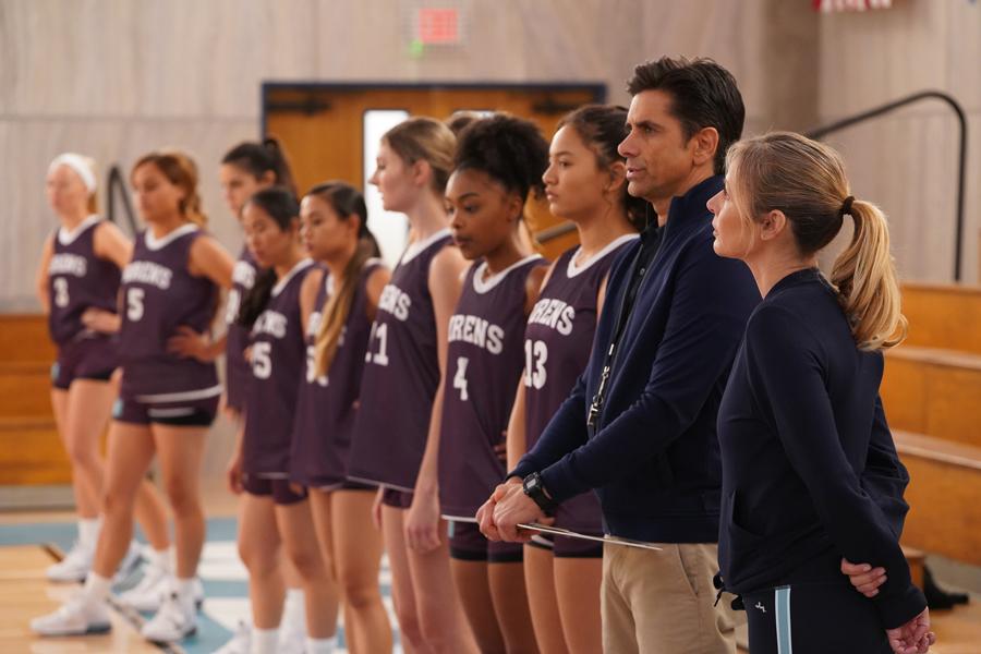 """""""鬼コーチ""""と""""エリート女子高生""""たちがバスケを通して成長していく感動と興奮を描いたドラマ"""