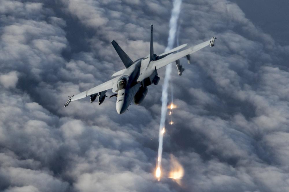 アフガニスタン上空を飛ぶアメリカ海軍のF/A-18E(Image:アメリカ国防総省)