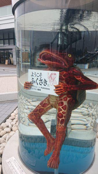 JR福崎駅にあるモニュメントには15分おきにガジロウが出現。
