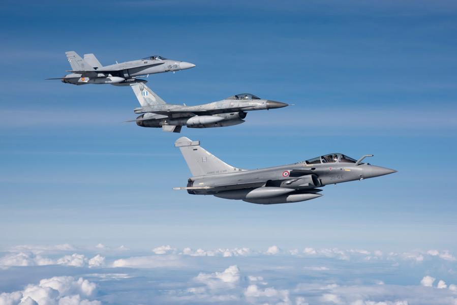 手前からフランスのラファールC、ギリシャのF-16、スペインのF/A-18C(Image:ギリシャ空軍)