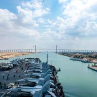 アメリカ空母アイゼンハワー スエズ運河を通って紅海へ進出