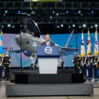 韓国の国産戦闘機KF-21「ポラメ」試作1号機をお披露目