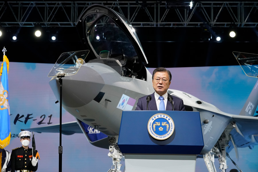 KF-21「ポラメ(若鷹)」完成披露式典での韓国・文在寅大統領(Image:KAI)