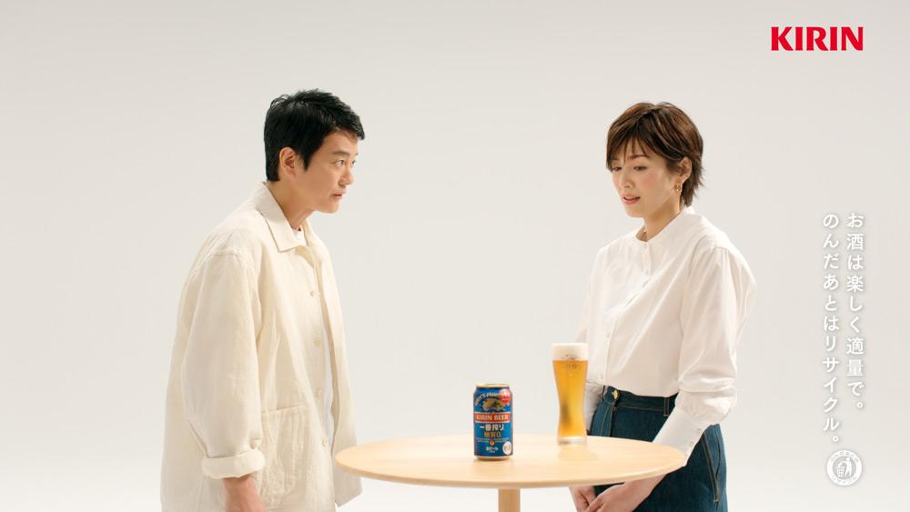 向かい合う唐沢寿明さんと吉瀬美智子さん