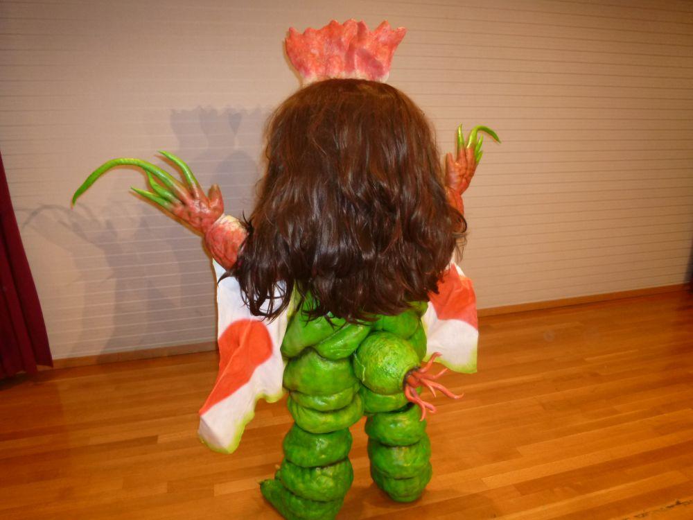 後ろ姿はまさに「植物」な健美。