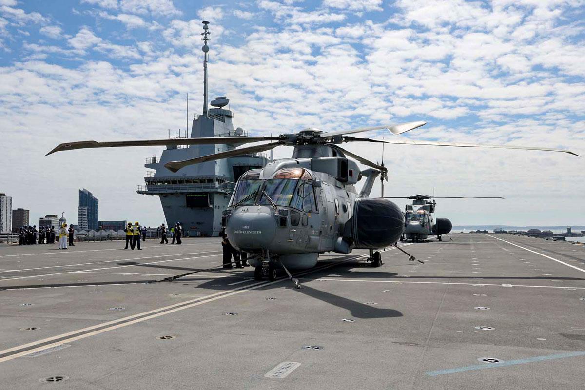 空母クイーン・エリザベスに着艦したマーリンMk2・クロウズネスト(Image:Crown Copyright)