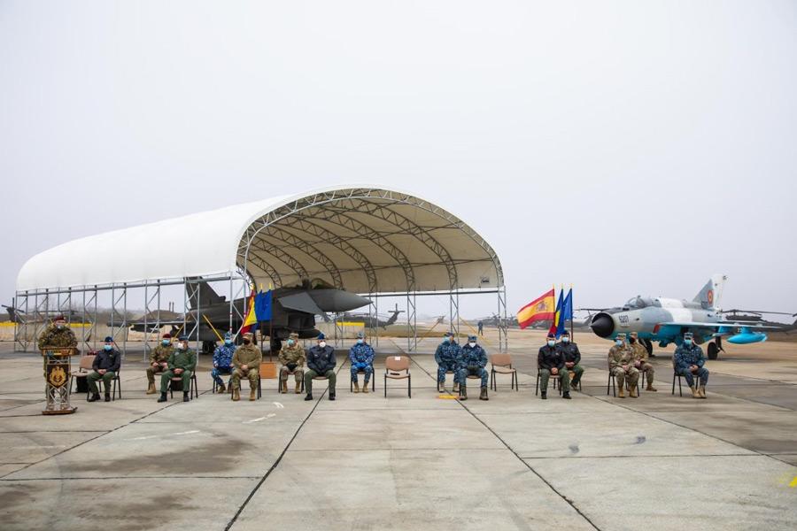 ルーマニア空軍のMiG-21とスペイン空軍のユーロファイター(Image:スペイン空軍)