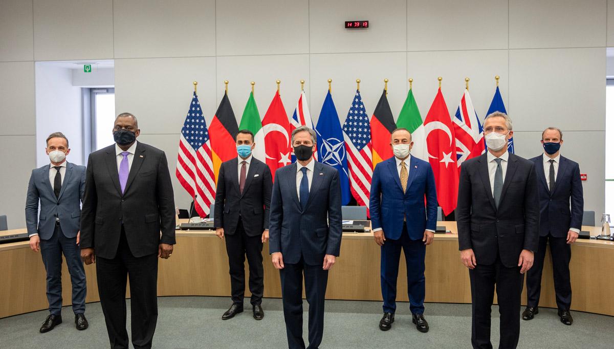 NATO国防省・外相会談に集まった各国代表(Image:NATO)