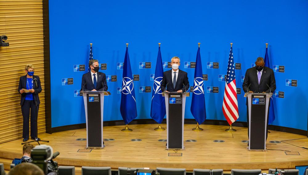 記者会見の様子(Image:NATO)