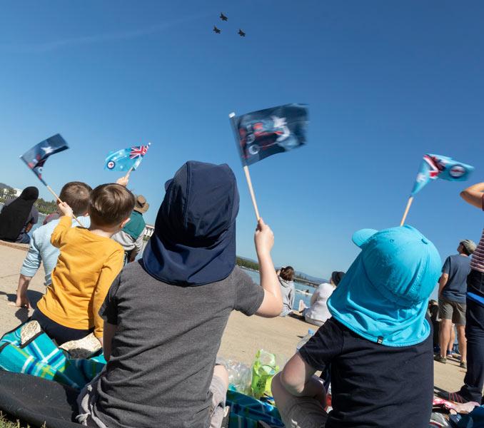 オーストラリア空軍創設100周年 首都キャンベラで祝賀飛行