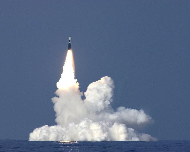 ヴァンガードから発射されるトライデントSLBM(Image:Crown Copyright)