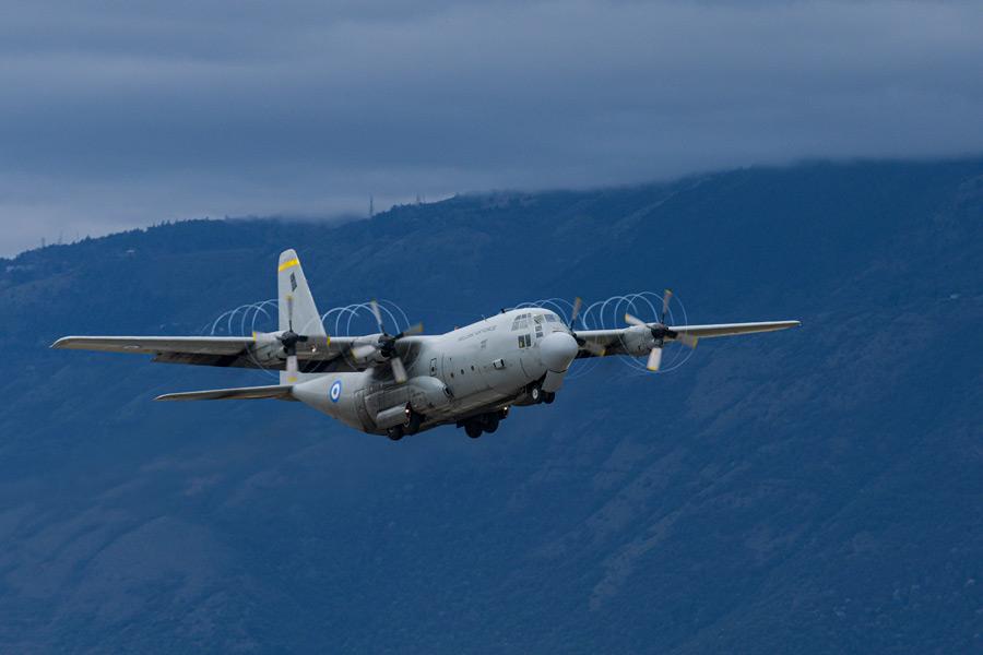 イタリアを発つギリシャ空軍のC-130(Image:USAF)
