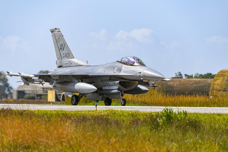 ギリシャに到着したアメリカ空軍のF-16(Image:USAF)