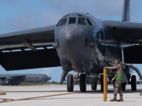 グアム島アンダーセン空軍基地に到着したB-52H(Image:USAF)