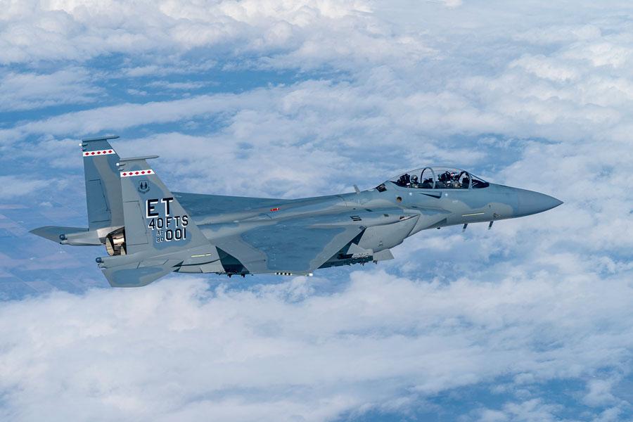 飛行中のF-15EX(Image:USAF)