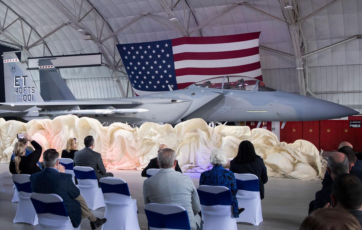 アメリカ空軍F-15の最新モデル F-15EXを「イーグルII」と命名してお披露目